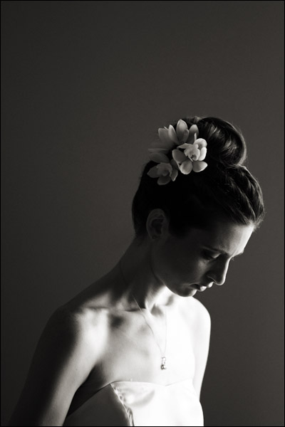 bride getting ready liberty warehouse brooklyn nyc