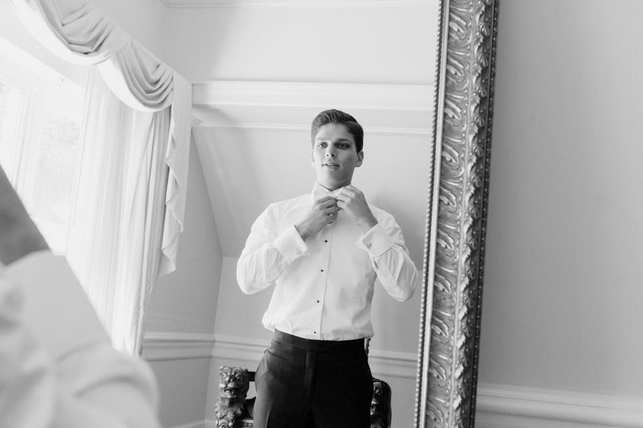Groom getting ready - fatchett.com