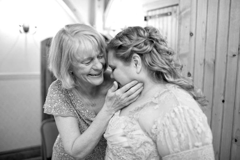 emotional wedding photography moments