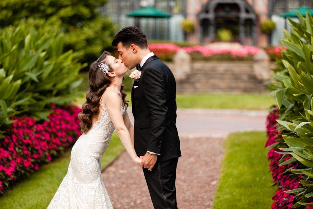 Pleasantdale Chateau wedding photos