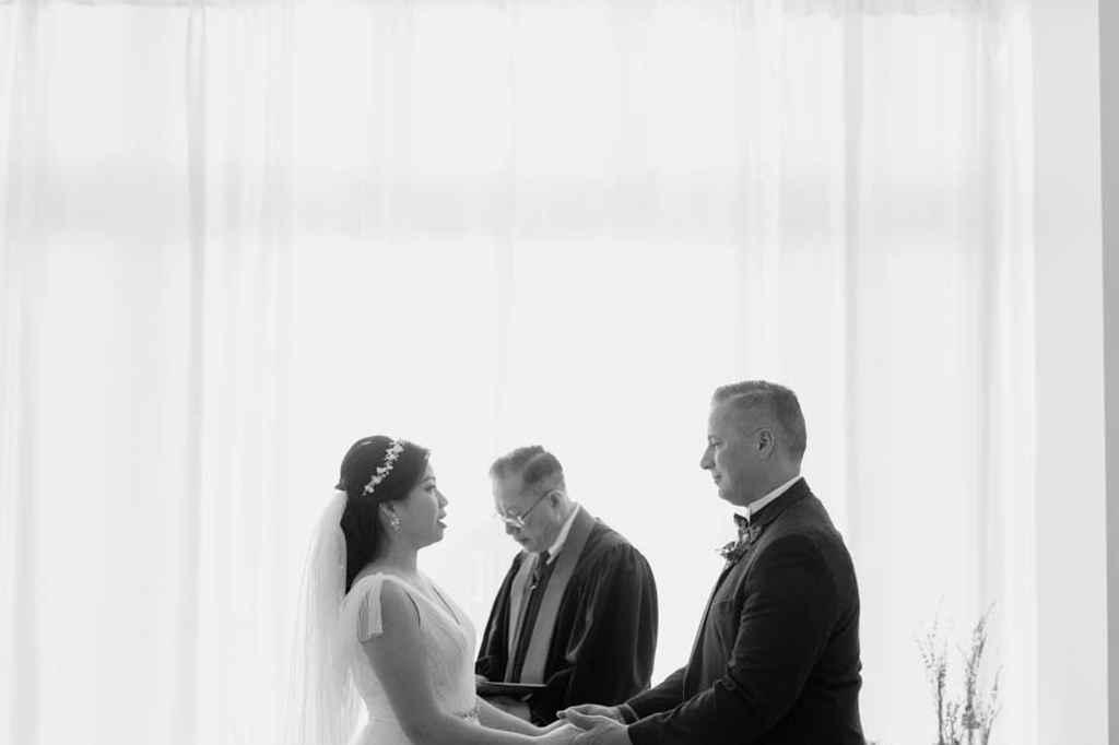 intimate brooklyn wedding ceremony in brownstone