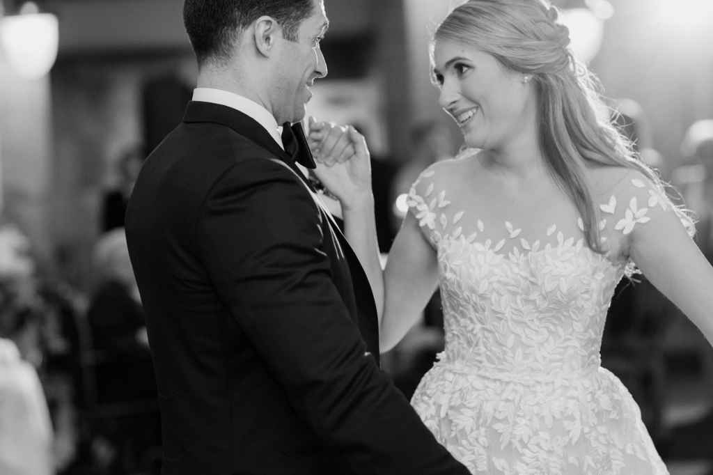 bride and groom first dance photos hudson valley wedding